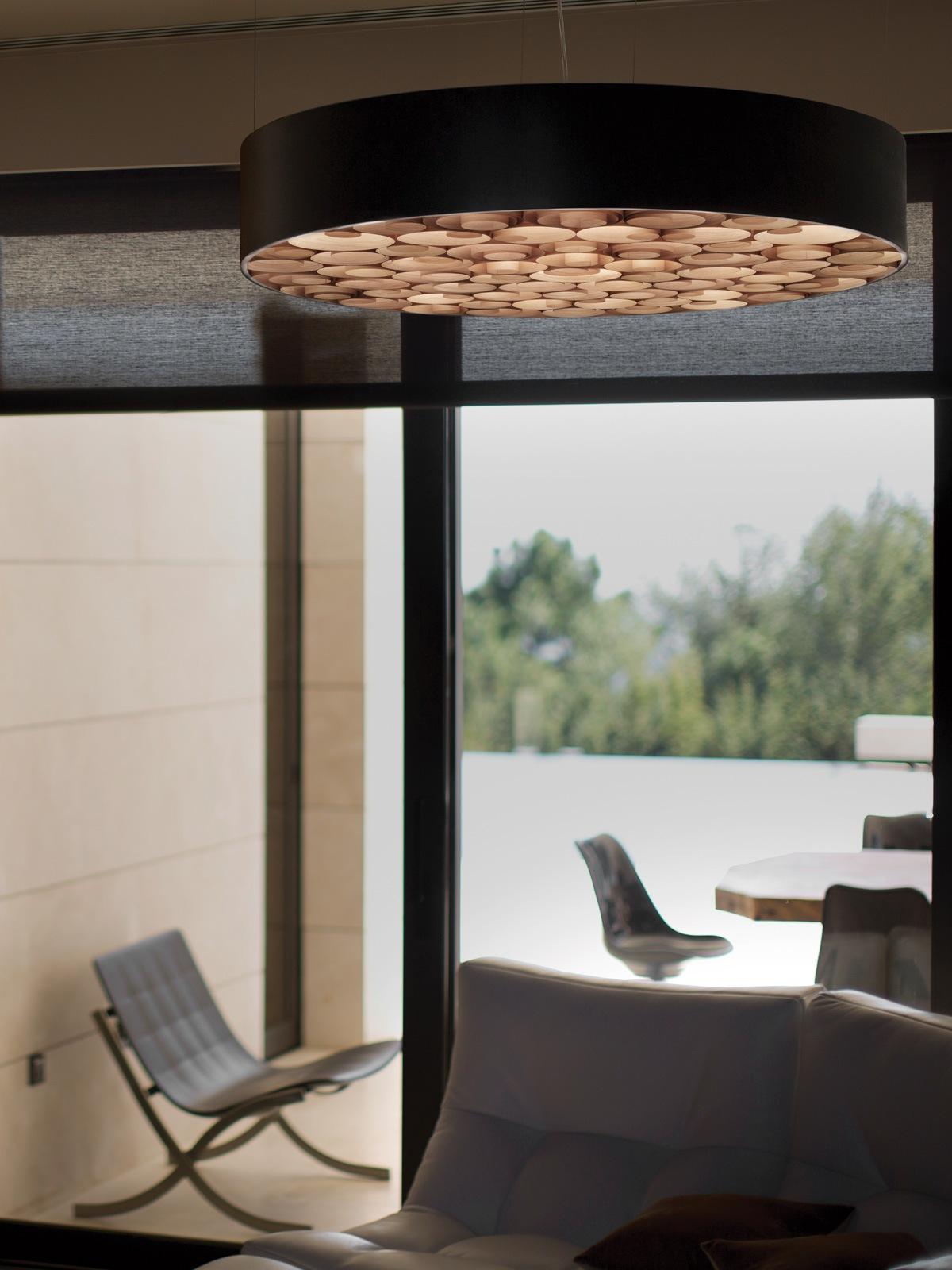 LZF Lamps Spiro Black große Pendelleuchte aus Holz DeisgnOrt Lampen Berlin