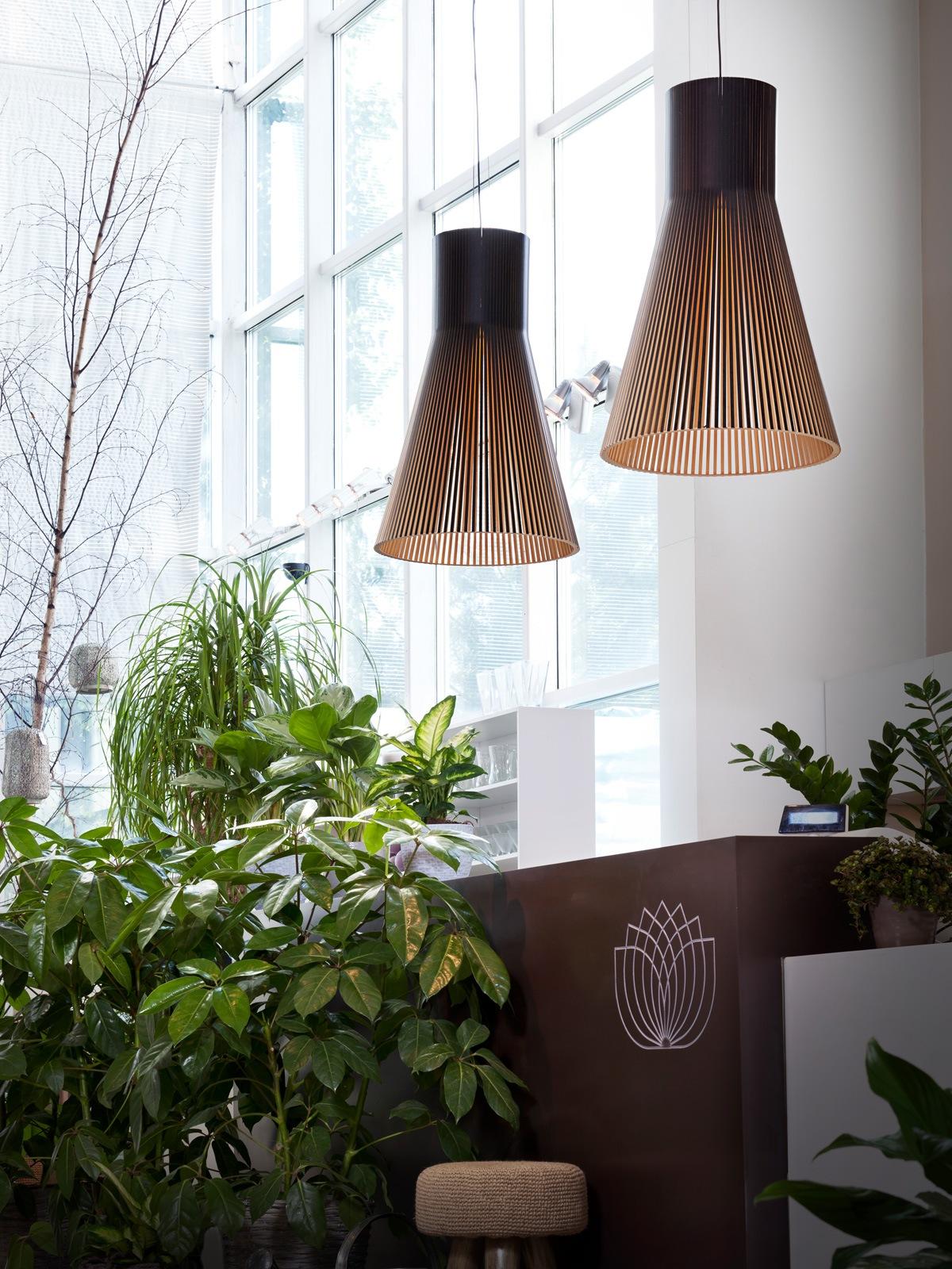 Magnum 4202 Secto Leuchte Holz skandinavisch Designort Leuchten Berlin