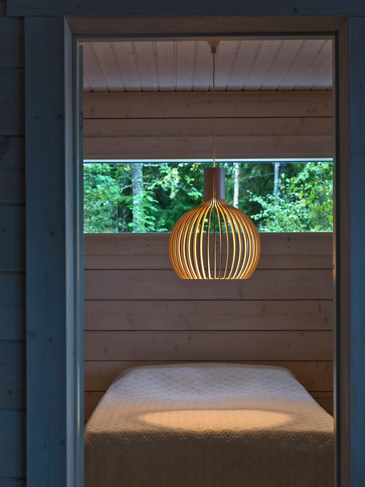 Octo 4241 small Secto Design skandinavische Holzleuchte DesignOrt Lampen Berlin Onlineshop