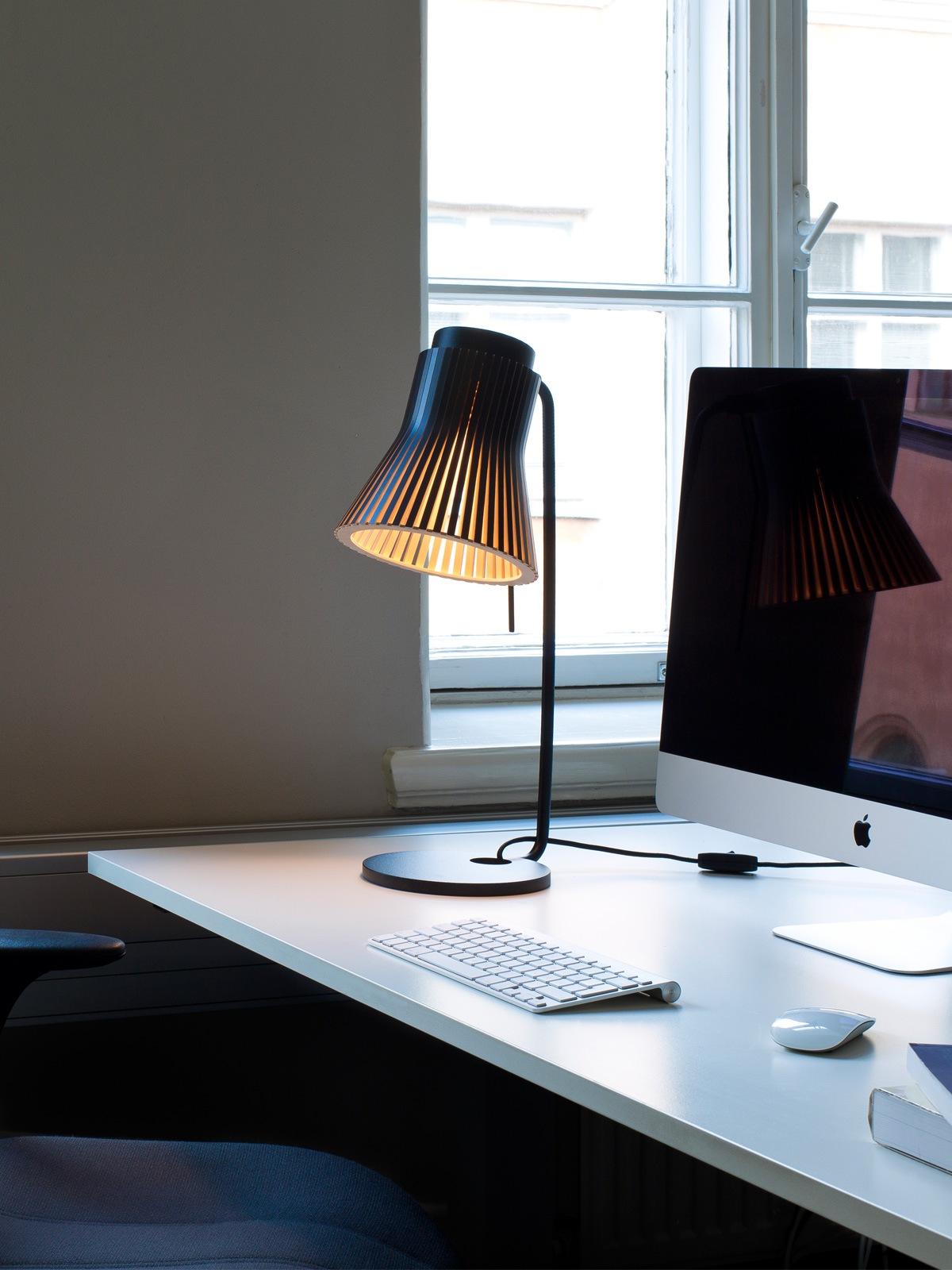 Secto Petite 4620 Tischleuchte Secto Design DesignOrt Berlin Lampen Onlineshop
