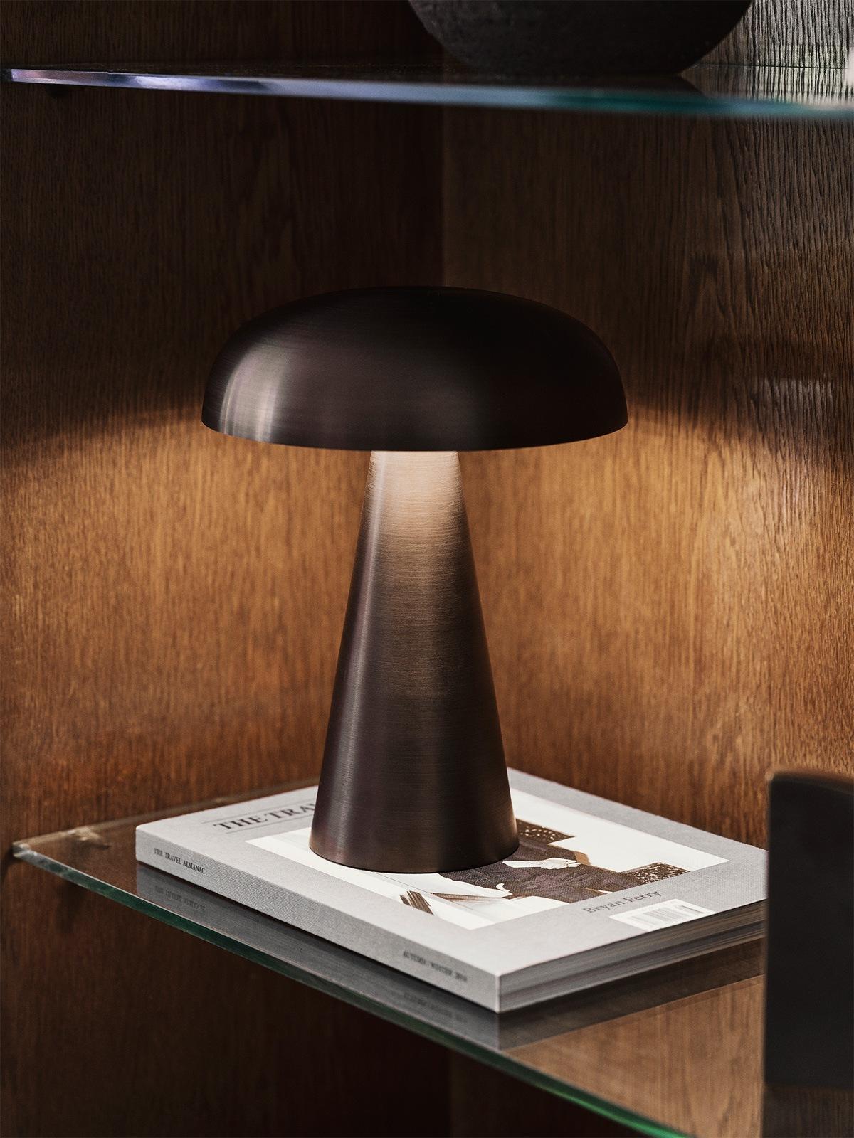 DesignOrt Blog: Leuchten wie Pilze &tradition Como SC53 tragbare aufladbare Leuchte DesignOrt Berlin Designerleuchten Lampenladen Onlineshop Berlin
