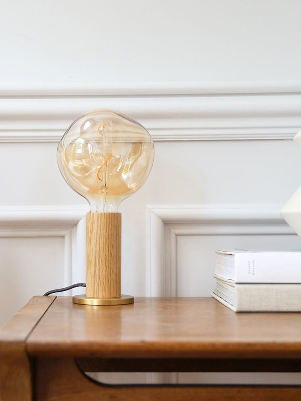 DesignOrt Blog: Knuckle Table Lamp Holz Tischlampe Tala DesignOrt Onlineshop Lampen Berlin