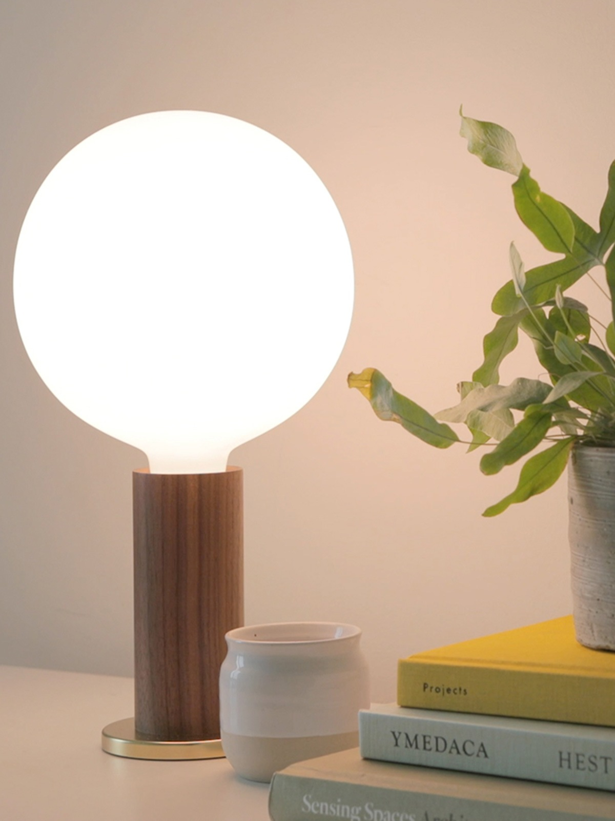 DesignOrt Blog: Knuckle Table Lamp Holz Tischlampe DesignOrt Onlineshop Lampen Berlin