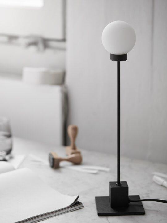 Northern Snowball Tischleuchte im Bauhaus Stil DesignOrt Berlin