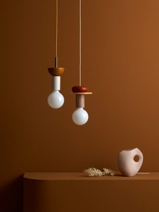 Schneid Junit Pendelleuchte System aus Holz mit weißer Glühbirne Leuchten Berlin DesignOrt Onlineshop