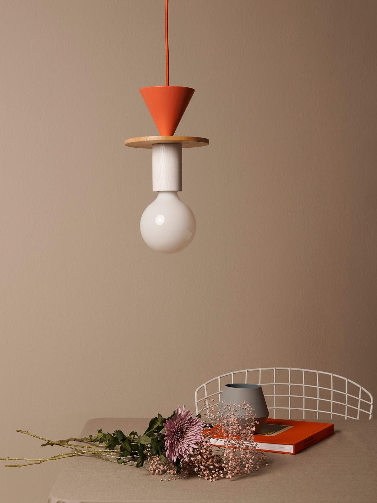 DesignOrt Lampenblog: Schneid Junit Pendelleuchte System aus Holz mit weißer Glühbirne Leuchten Berlin DesignOrt Onlineshop