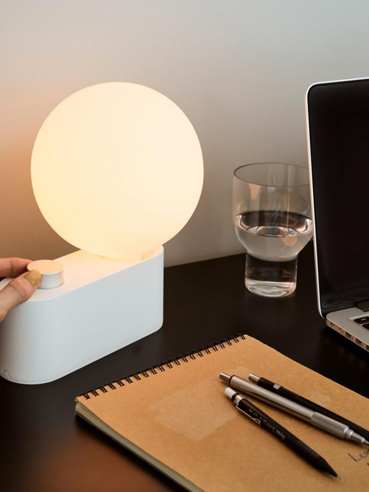 Tala Alumina Tischlampe mit mundgeblasenem Leuchtmittel DesignOrt Lampen Berlin