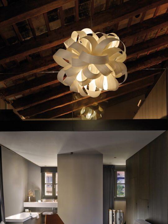 Agatha Ball LZF Holzleuchte Furnier DesignOrt Lampenladen Berlin