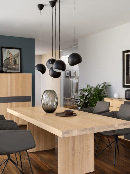 Nyta Lampen Tilt Globe über Tisch DesignOrt Leuchten Berlin