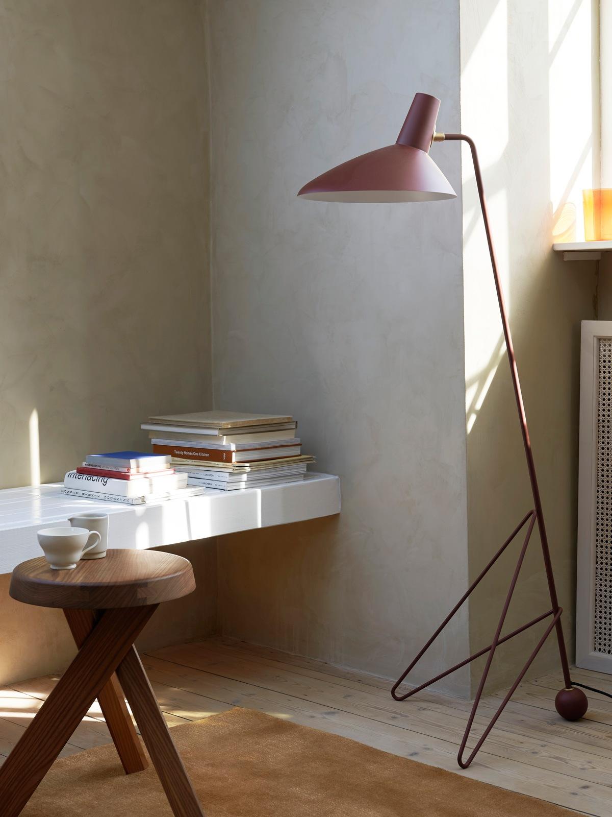 &tradition Tripod HM8 Stehlampe klassisch dänisches Design 1953 DesignOrt