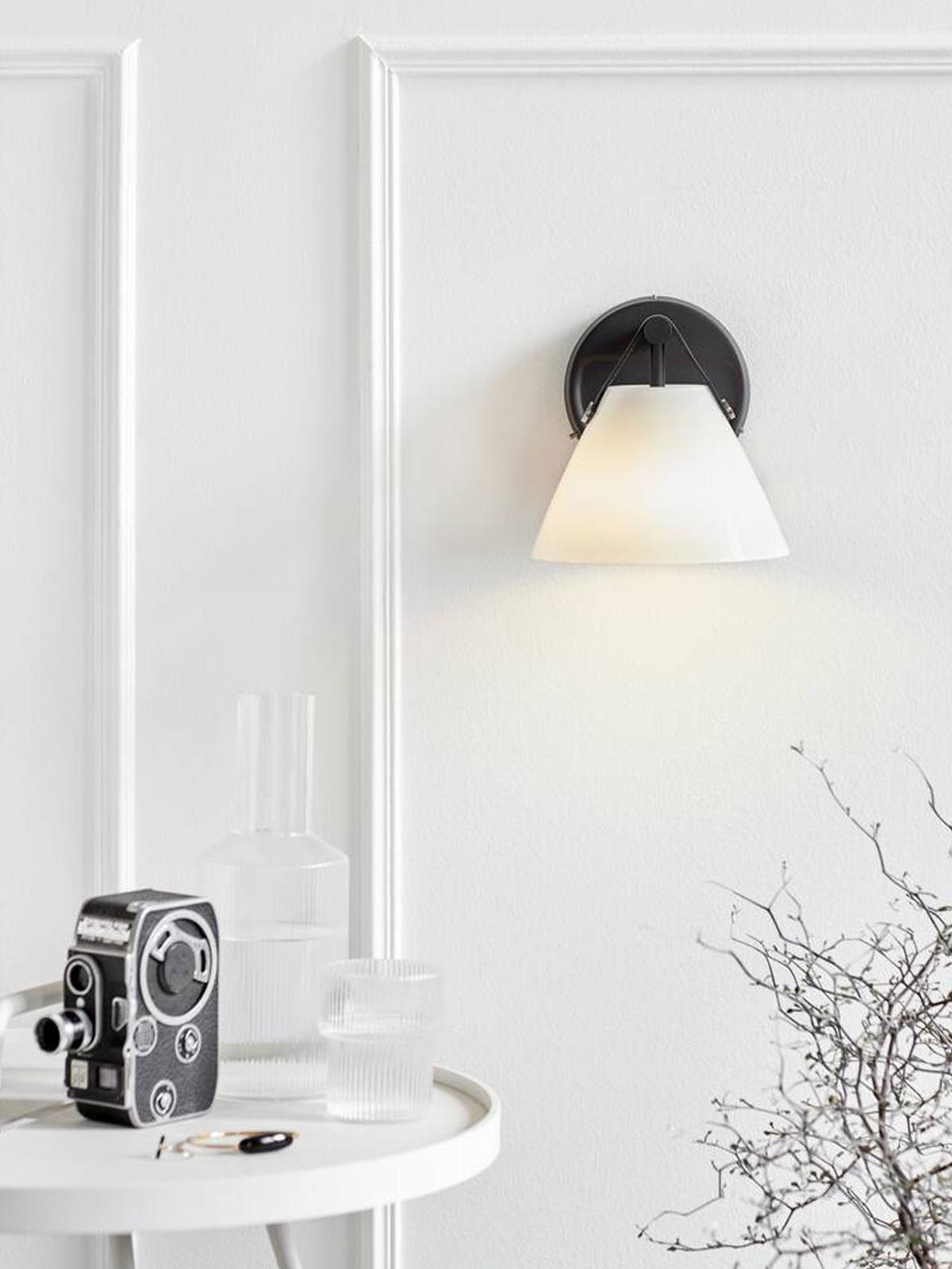 DesignOrt Lmapenblog: Wandlampe in Opalglas Design vor the People