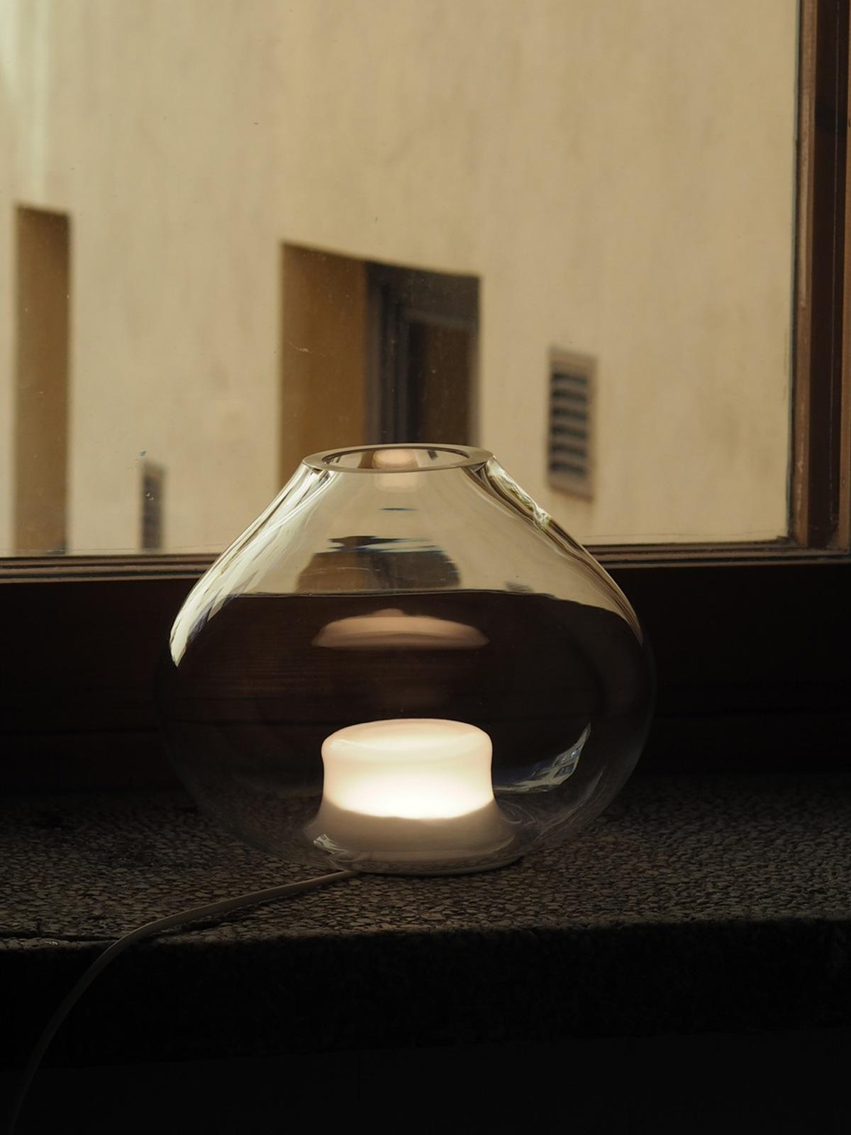 Neue Glasleuchten bei DesignOrt Innolux Sula Leuchte aus mundgeblasenem Glas DesignOrt skandinavische Tischlampe
