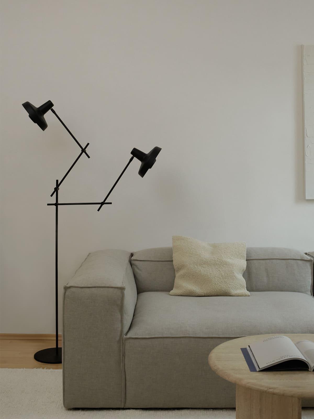 Grupa Arigato Stehleuchte mit zwei Lampenschirmen DesignOrt Leuchten Berlin