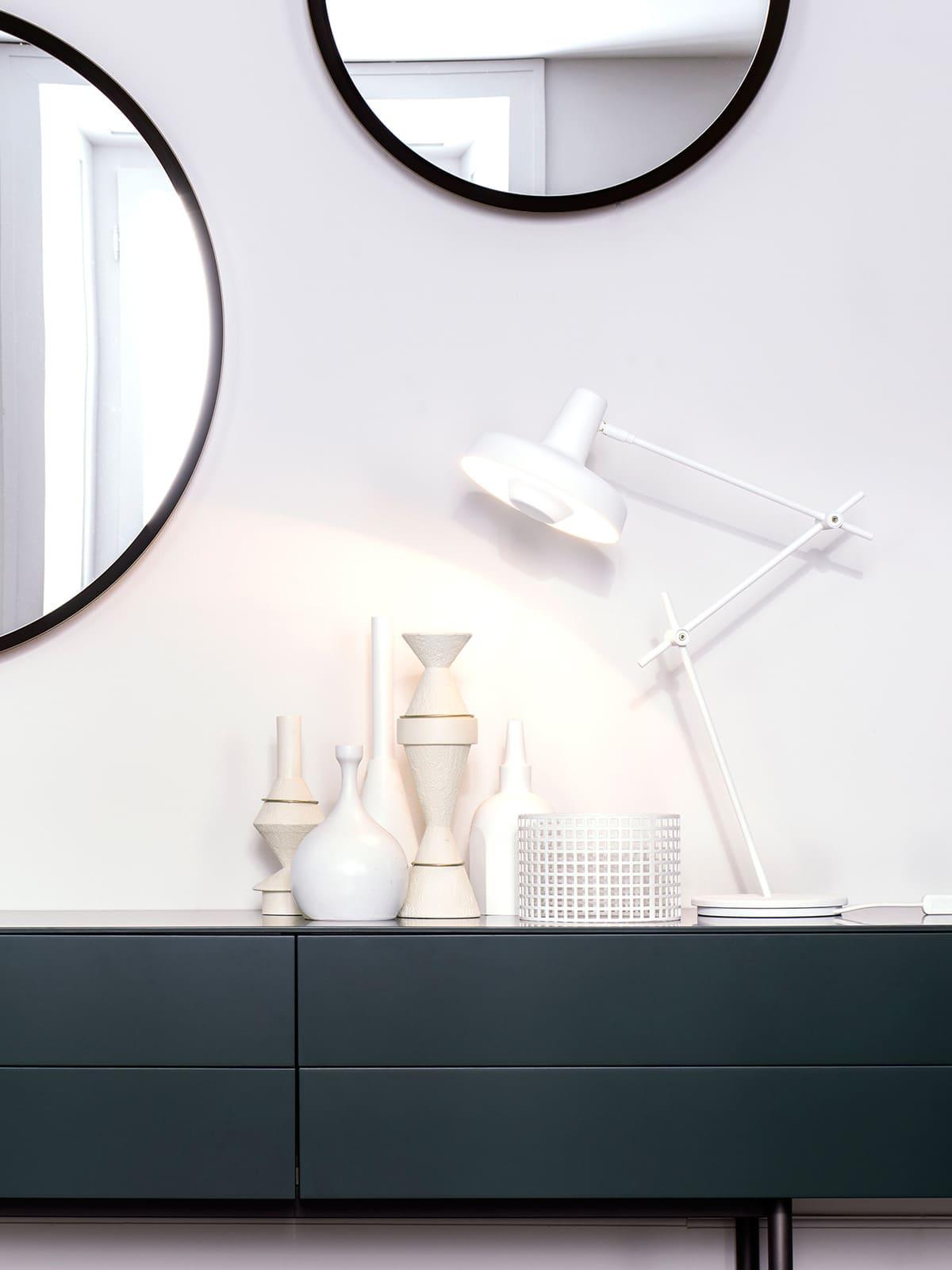 Grupa Products Arigato Table bewegliche Tischleuchte für blendfreies Licht Handarbeiit aus Stahl DeisgnOrt