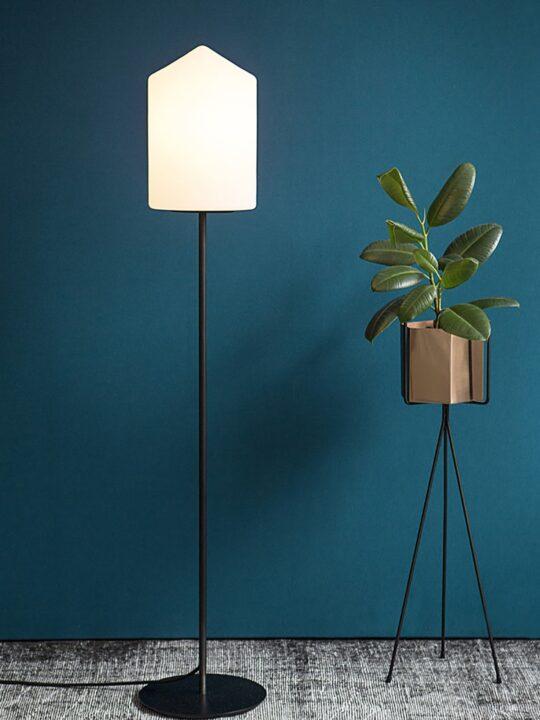 Lampe Formagenda Bullet Floor Stehleuchte mit Opalgals Lampenschirm