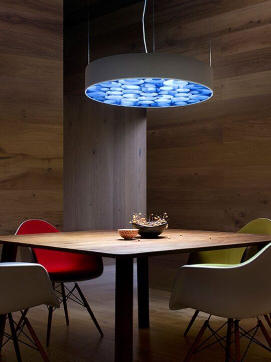 LZF Lampe Spiro mit gedrehtem Holz im Lampenschirm für tolle Beleuchtung