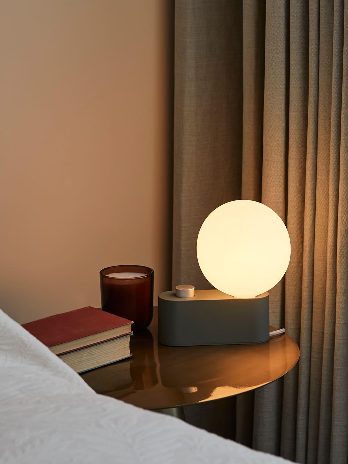 Tisch Lampe Tala Alumina dimmbare Lampe mit weißer Birne Designort