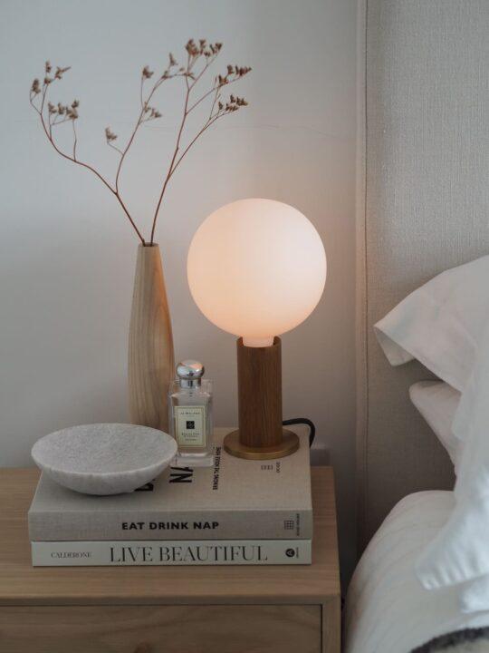Tala Knuckle Table Lamp Tischlampe mit weißer Glühbirne Tala Designort Lampen Berlin