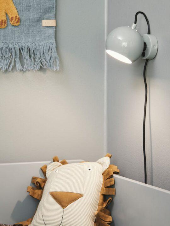Frandsen Ball Wandlampe in Grau glossy