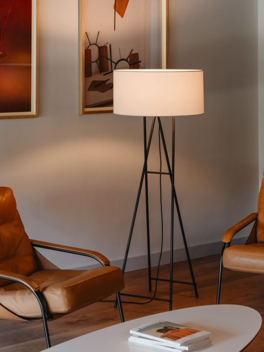 Stehlampe mit Textilschirm Cala Metal von Marset