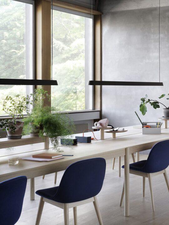 waagerechte Pendelleuchte Linear Lampe von muuto online kaufen bei DesignOrt